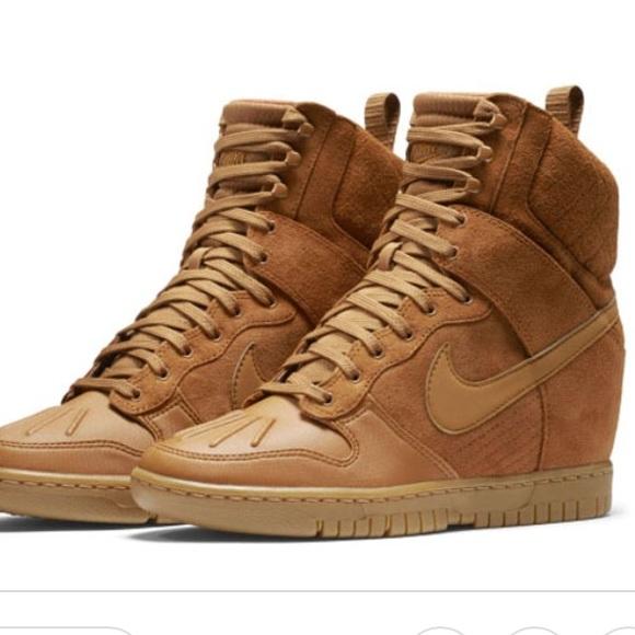 Nike Dunk Sky High Sneaker Boot. M 5b284c02819e907d998e02d3 dd31afdeb
